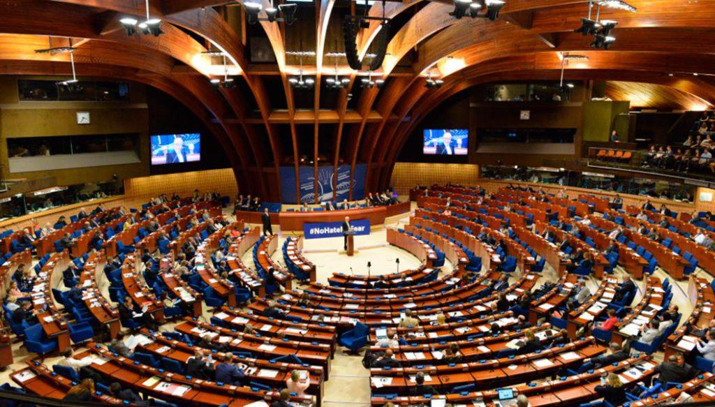 В течение пяти лет Россия не присутствовала на заседаниях Совета Европы в Страсбурге. И вот вчера утром 18 российских делегатов, представляющих свою страну, вновь получили возможность вернуться в Парламентскую ассамблею СЕ