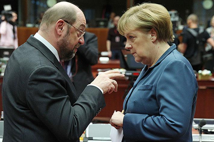 25 июня, в воскресенье, в Дортмунде, стоя на трибуне Конгресса Социал-демократической партии, Мартин Шульц выступал в атакующей манере, пытаясь преодолеть существенное отставание в опросах общественного мнения и отнять у Ангелы Меркель пост канцлера