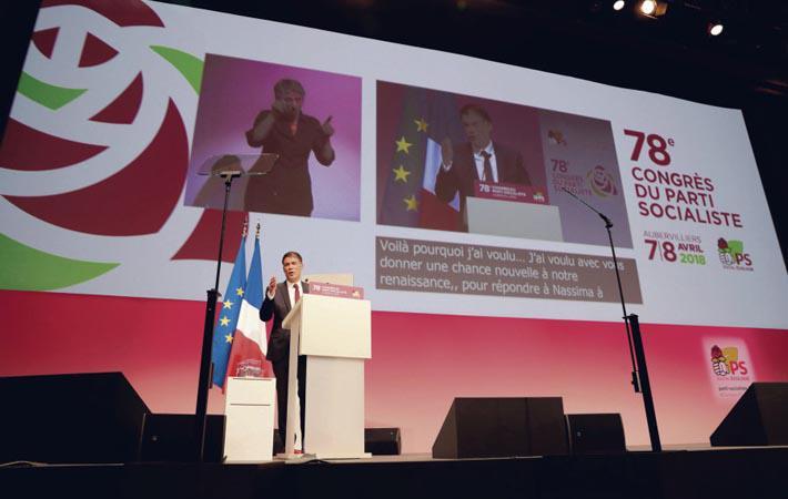 В минувшие выходные в Обервилье (Сена-Сен-Дени) на 78-м съезде Социалистической партии Франции сторонники Эммануэля Мореля, получившего 18,8 % на выборах первого секретаря, оправдали скептицизм некоторых социалистов. Каким образом?