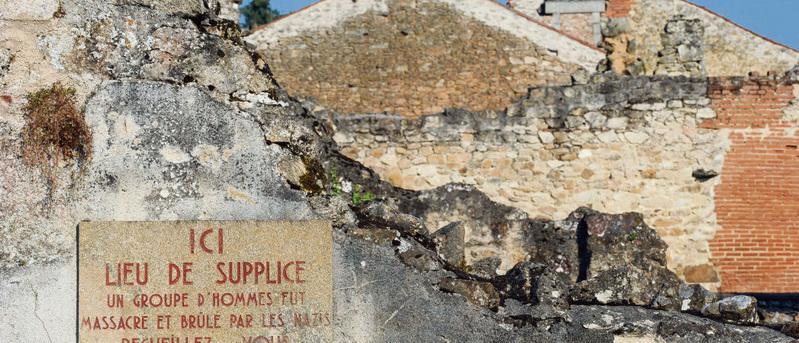 Семьдесят пять лет назад 642 жителя этой деревни погибли от рук карателей из дивизии СС «Дас Райх». Женщины и дети были сожжены заживо, мужчины расстреляны из пулемётов