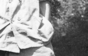 26 июня 1944 года во двор фермы семьи Брийан, расположенной во французской деревушке Ля Бросс (департамент Орн, коммуна Планти), на полной скорости въехали четыре автомобиля. Скрежет шин, визг тормозов, хлопанье дверей, крики