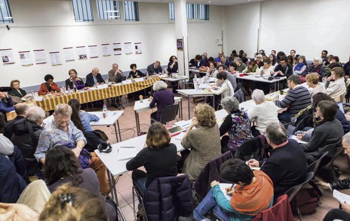 «Без аплодисментов, пожалуйста! Это суд, а не собрание!» - инструктирует в начале заседания Гус Массиа - главное действующее лицо «процесса».