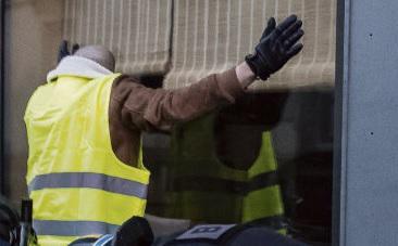 Власти высказались о действиях полиции в Париже в прошлую субботу в позитивном ключе: новый юридический инструментарий «принёс свои плоды», он помог «остановить динамику действий хулиганов». Спорное утверждение