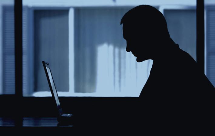 Вчера утром многие радиостанции, телеканалы и газеты забили тревогу: согласно опросу Французского института общественного мнения, проведённому по заказу Фонда Жана Жореса и сайта «Conspiracy Watch», 79% французов являются сторонниками теории заговора.