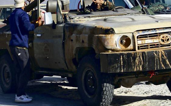 Несмотря на хаос, который на протяжении семи лет губит страну, ливийцы ещё не полностью утратили чувство юмора. Когда говорят, что и Французская революция прошла через насилие, элементы гражданской войны и упадок, они задают вопрос: «В какой момент Революции у французов кончилось горючее?»