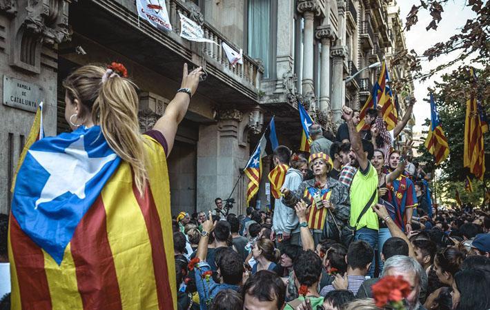 «Будем жить свободными». «Уберите руки от каталонских организаций»