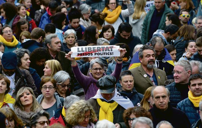 Молот правосудия действует быстро, рискуя ещё больше усугубить каталонский кризис.