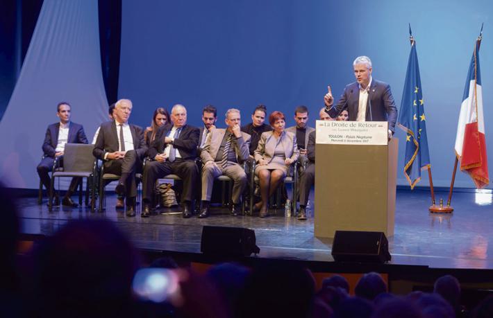 «Встреча с 70 активистами, мы такого не видели с президентских выборов», - Камиль, как может, успокаивает себя после встречи, состоявшейся в среду вечером в Мон-Сен-Эньяне недалеко от Руана.