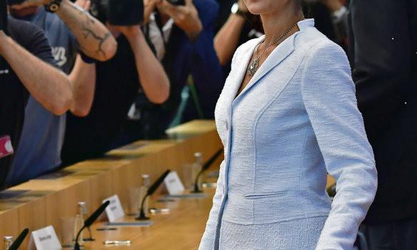 В Германии появилось новое политическое объединение «Aufstehen». Сопредседатель фракции «Die Linke» в Бундестаге Сара Вагенкнехт заявила, что новая группа задумана как средство противостояния «открытому кризису демократии», который угрожает будущему страны