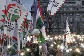 Несмотря на то, что венгерский премьер-министр Виктор Орбан (партия «Фидес») пожелал «всем оппозиционерам и всем странам благословенного Рождества», ему не удалось достичь социального перемирия внутри страны.