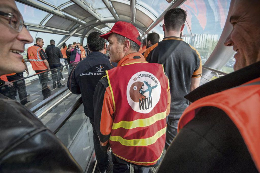 Судя по всему, исполнительная власть пытается помешать противникам приватизации оператора парижских аэропортов. Сложностей всё больше, несмотря на то, что большинство выступлений по этому вопросу звучит обнадёживающе