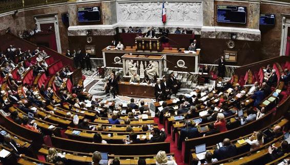 На этой неделе Национальная ассамблея завершила самую интенсивную по темпам работы парламентскую сессию. В последние дни в нижней палате Парламента Франции творилась чехарда, вызванная «делом Беналла» и выраженными правительству вотумами недоверия, отсрочившими конституционную реформу