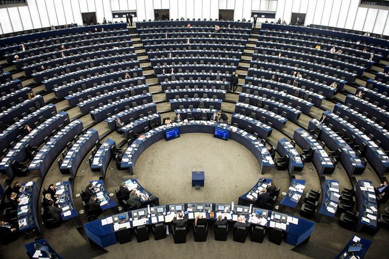 Перспективы ЕС туманны. Порой ошибочно, а порой и справедливо народы многих стран, входящих в состав единой Европы, выражают недовольство Евросоюзом, видя в нём козла отпущения и корень всех бед одновременно