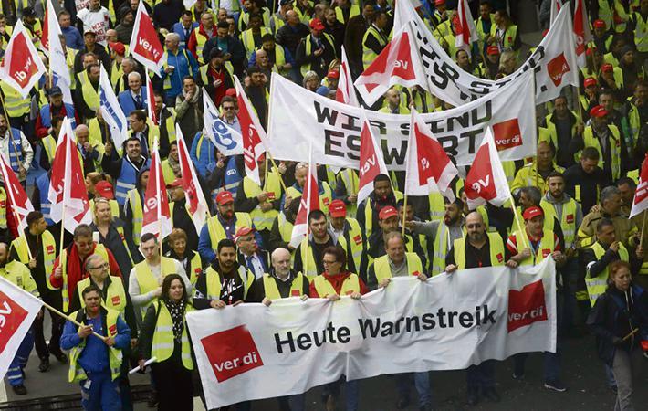 Борьба наёмных работников ведётся в защиту государственного сектора. И речь идёт не только об общественных движениях, которые действуют во Франции (SNCF, больницы, университеты).