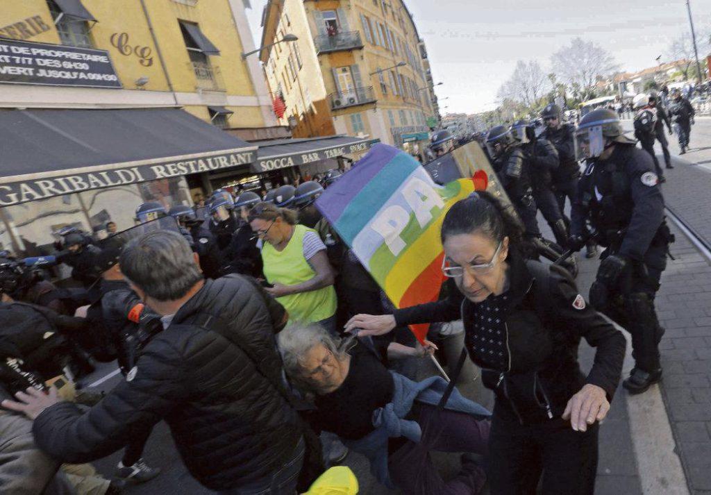 В докладе жандармерии от 25 марта 2019 года, опубликованном на сайте Mediapart, сказано, что действия полиции в отношении активистки Attac, получившей тяжёлые ранения, были «несоразмерными».