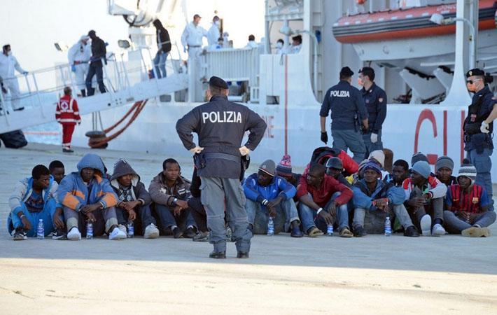 Возмущённые преследованиями, которым подвергаются солидарные с мигрантами жители из долины Ройя, активисты из «Французского еврейского союза за мир» пришли выразить им свою поддержку.
