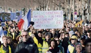 Спустя ровно три месяца после первого акта народных выступлений, многотысячная толпа в жёлтых жилетах вновь собралась на Елисейских Полях. Протестующие устроили в Париже две манифестации за два дня