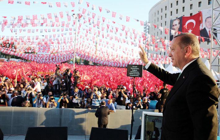До каких пор наши европейские демократии будут гладить Эрдогана по шёрстке? 3 августа в Испании турецкий и шведский журналист и писатель Хамза Ялчин, объявленный в международный розыск властями Анкары в апреле этого года, был арестован и брошен в тюрьму.
