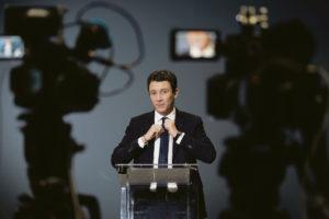 Бенжамен Гриво снял свою кандидатуру с предвыборной гонки на муниципальных выборах Парижа. Это произошло в пятницу, после размещения в интернете его личных видеозаписей интимного характера. Для Франции это неслыханный скандал, который ставит под угрозу саму возможность предвыборных дебатов.