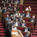 Оппозиция против макроновцев, которые срывают обсуждение реформы