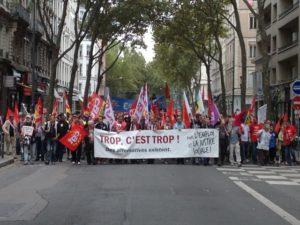 В древней столице Галлии на забастовку вышло порядка 8 000 человек. Манифестанты выступают против пенсионной реформы, а также напоминают, что борьба за социальные права – общее дело.
