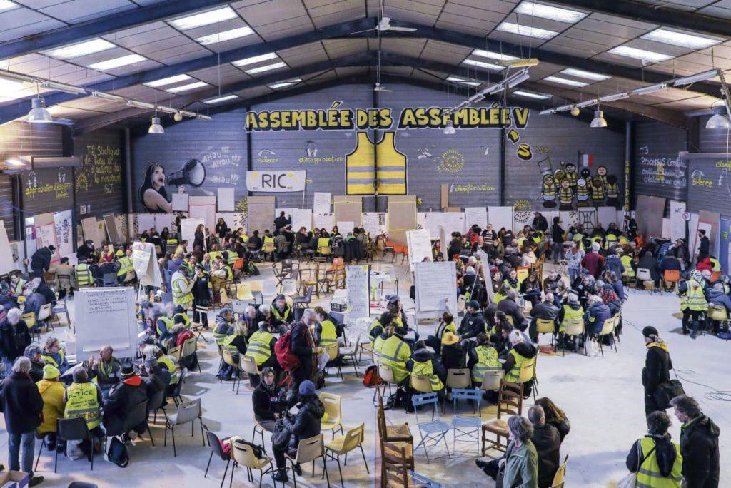В минувшие выходные, когда до первого тура выборов в местные органы власти оставалась всего одна неделя, в Тулузе состоялась пятая «ассамблея ассамблей». «Жёлтые жилеты», не утратившие своей решимости, собираются провести манифестацию в Париже накануне дня голосования.