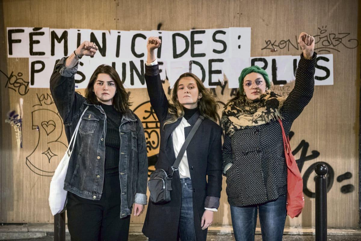 Три активистки, участницы парижского ночного женского марша, были жестоко задержаны полицией. Они рассказали газете «Юманите» об унизительном обращении с ними и непропорциональном применении силы со стороны сотрудников правоохранительных органов.