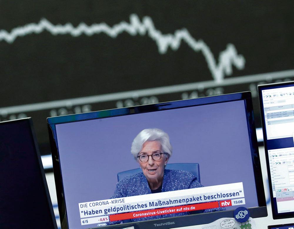 Европейский центральный банк (ЕЦБ) отказался снижать ставки, что вызвало вчера новую волну паники на биржах. Предлагаемые им меры не соответствуют масштабу существующих в еврозоне проблем.