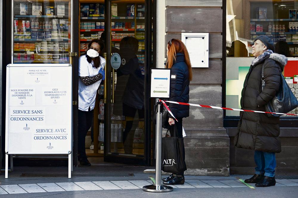 Вчера глава государства объявил о введении новых радикальных мер для борьбы с распространением коронавирусной инфекции. В числе прочего – минимум двухнедельная самоизоляция граждан и перенос второго тура муниципальных выборов.