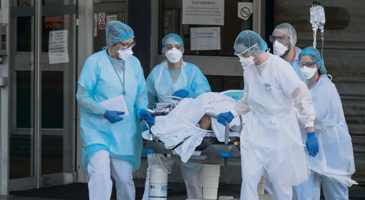 И вновь о больницах. Сотрудница «скорой помощи» в одном из самых заражённых регионов Франции рассказала нам о неравной борьбе медиков с коронавирусом. Её тест на Covid-19 дал положительный результат, женщина находится у себя дома на карантине.