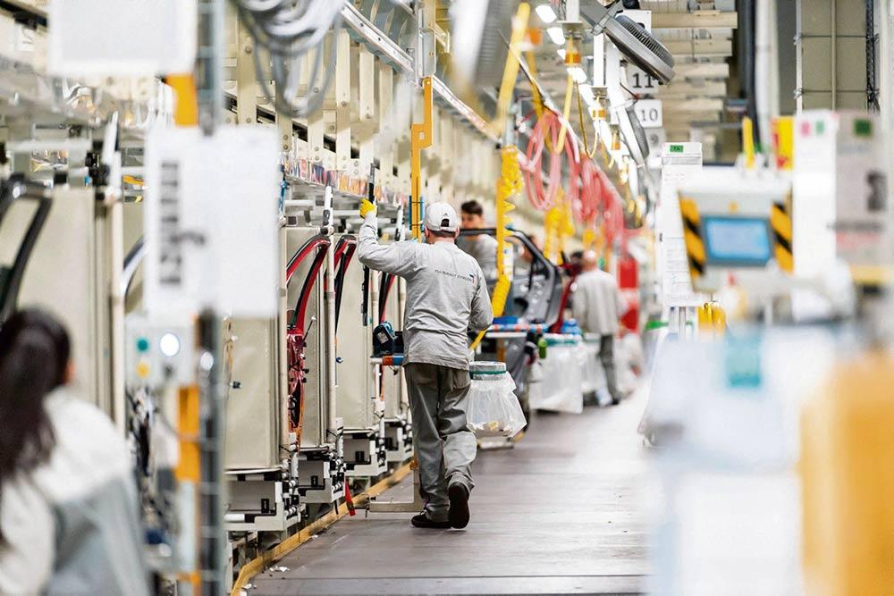 Логистическая платформа автомобильного гиганта, расположенная в департаменте Верхняя Сона, продолжает работать, несмотря на то, что на предприятии выявлены 128 предполагаемых случаев заражения коронавирусом. Профсоюз ВКТ требует закрыть объект, чтобы обезопасить его сотрудников.
