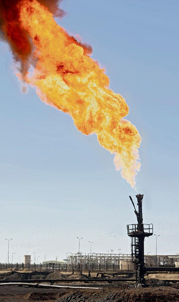 В условиях резкого падения цен и давления со стороны Дональда Трампа страны-экспортёры нефти решились на беспрецедентное сокращение объёмов добычи.