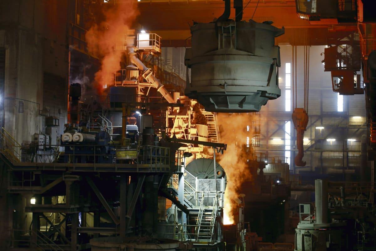 Французская коммунистическая партия (ФКП) призывает правительство вмешаться в ситуацию, сложившуюся в металлургической промышленности страны, чтобы спасти отрасль, страдающую от приостановки производства на объектах ArcelorMittal и других крупнейших предприятиях.