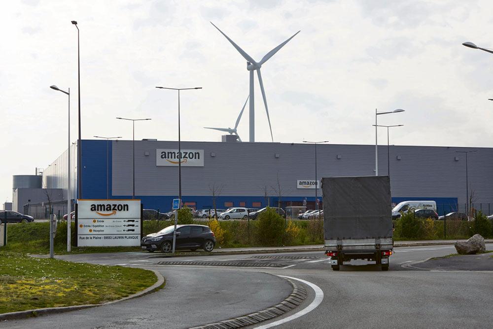 Компанию не устраивает ни одно предложение профсоюзов… Amazon ждёт решения апелляционного суда Версаля, заседание которого состоится в эту пятницу. Она рассчитывает вновь открыть склады, не стремясь согласовать свои действия с представителями трудового коллектива, вопреки решению суда.