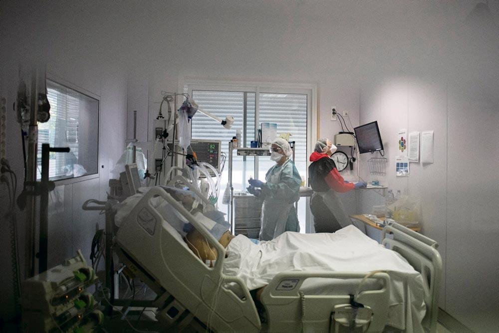 Уровень смертности от коронавируса в палатах интенсивной терапии может быть по меньшей мере в три раза выше цифр, озвученных властями, и составлять 30-40 %.