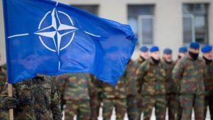 Пандемия коронавируса наглядно продемонстрировала миру неэффективность военного блока НАТО. Несмотря на огромные финансовые вложения, военный блок реагирует на происходящее неуклюже. В то время как Китай или Куба оперативно оказали помощь наиболее пострадавшей от коронавирусной инфекции Италии, НАТО практически не участвует в спасательной операции, а дислоцированные на Апеннинах войска США вывезли в начале кризиса большой груз крайне необходимых для итальянцев масок. Что продемонстрировало реальную цену союзнической поддержки.