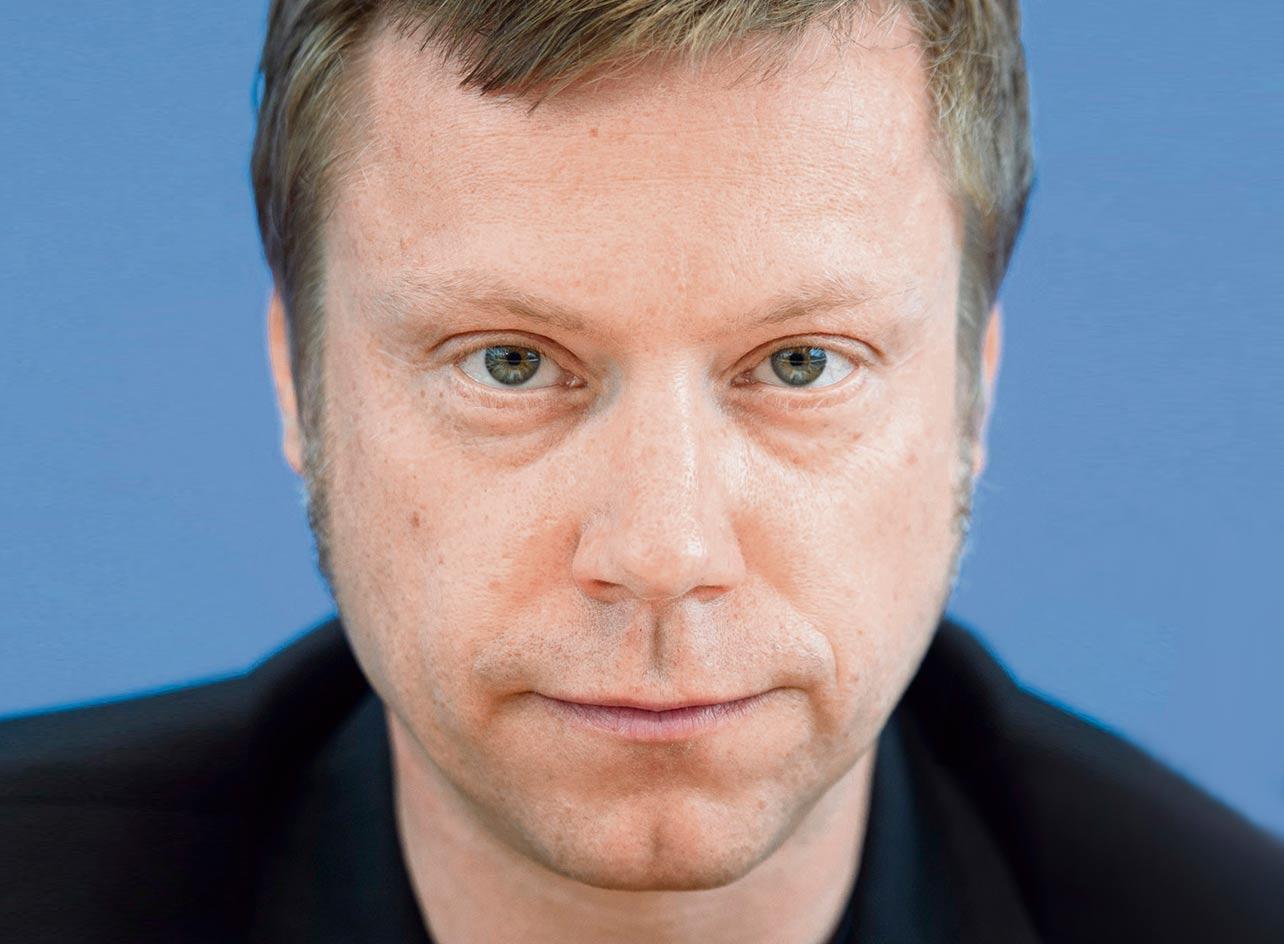 Интервью с сопредседетелем группы «Европейские объединённые левые» Мартином Ширдеваном о роли политики жёсткой экономии в разрушении общественной системы здравоохранения в Европе.