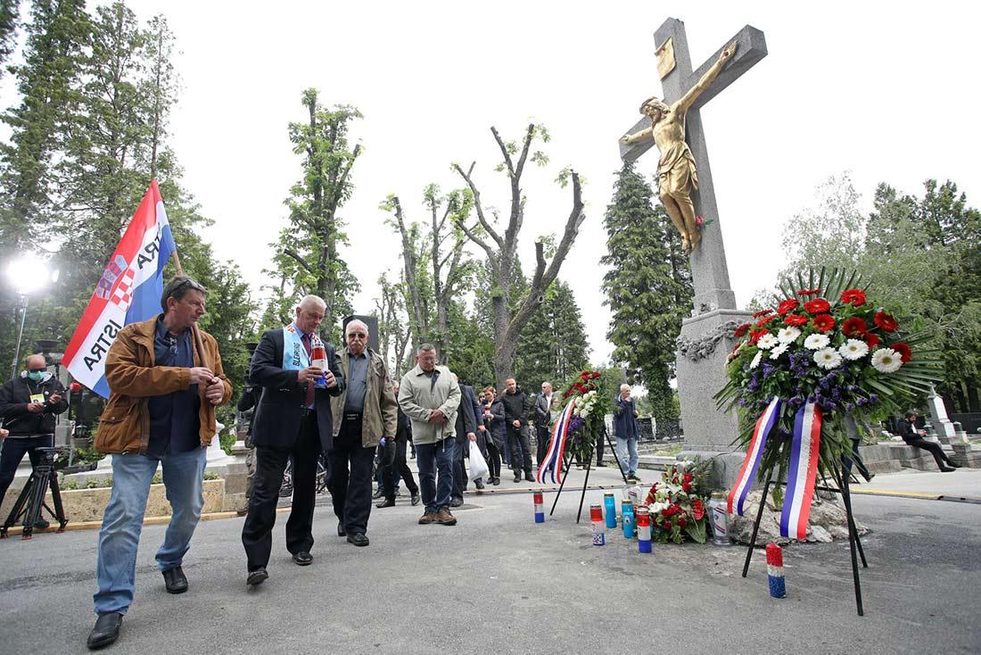 В Загребе правительство и католическая церковь почтили память фашистских усташей, погибших в 1945 г.