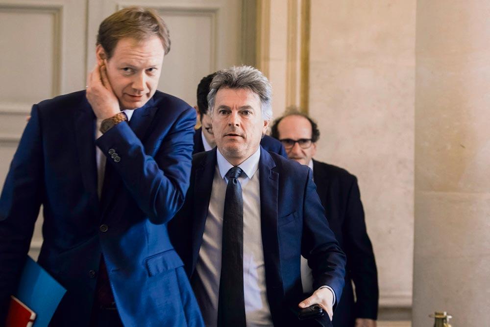 Депутаты от Социалистической партии, ФКП и «Франции непокорённой» предлагают ряд мер по отмене санитарных ограничений, но исполнительная власть пока не желает прислушиваться к их инициативам.