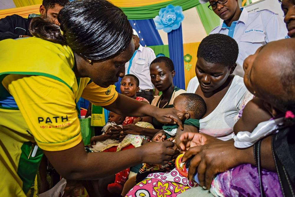 Внимание к пандемии Covid-19 отодвинуло на второй план борьбу с инфекционными и паразитарными заболеваниями, от которых страдает малообеспеченное население, нередко лишённое социальных гарантий и качественного медицинского обслуживания.