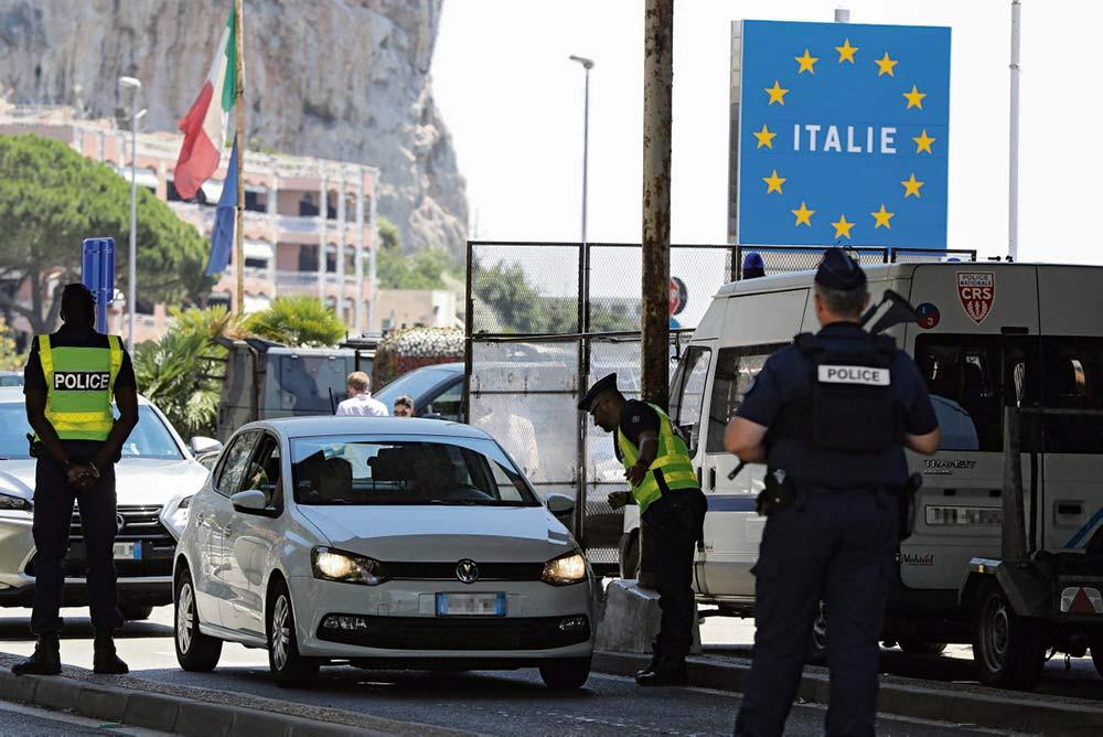 Мать с сыном родом из Центральной Африки арестовали и депортировали в Италию, несмотря на право человека на убежище.