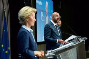 После того как на прошлой неделе Ангела Меркель и Эммануэль Макрон представили совместный проект по поводу экономики Европы, настал черёд Еврокомиссии раскрыть свои планы. Выяснилось, что поддержка, объём которой явно недостаточен в условиях надвигающейся рецессии, будет идти с плановыми реформами неолиберального характера.