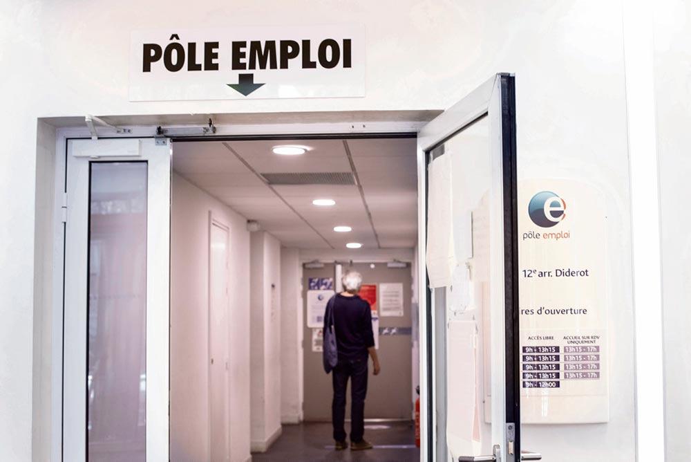 Эксперты Национального центра изучения суицида обращают внимание на роль таких факторов, как работа и безработица, и предупреждают об опасностях, вызванных кризисом в области здравоохранения.