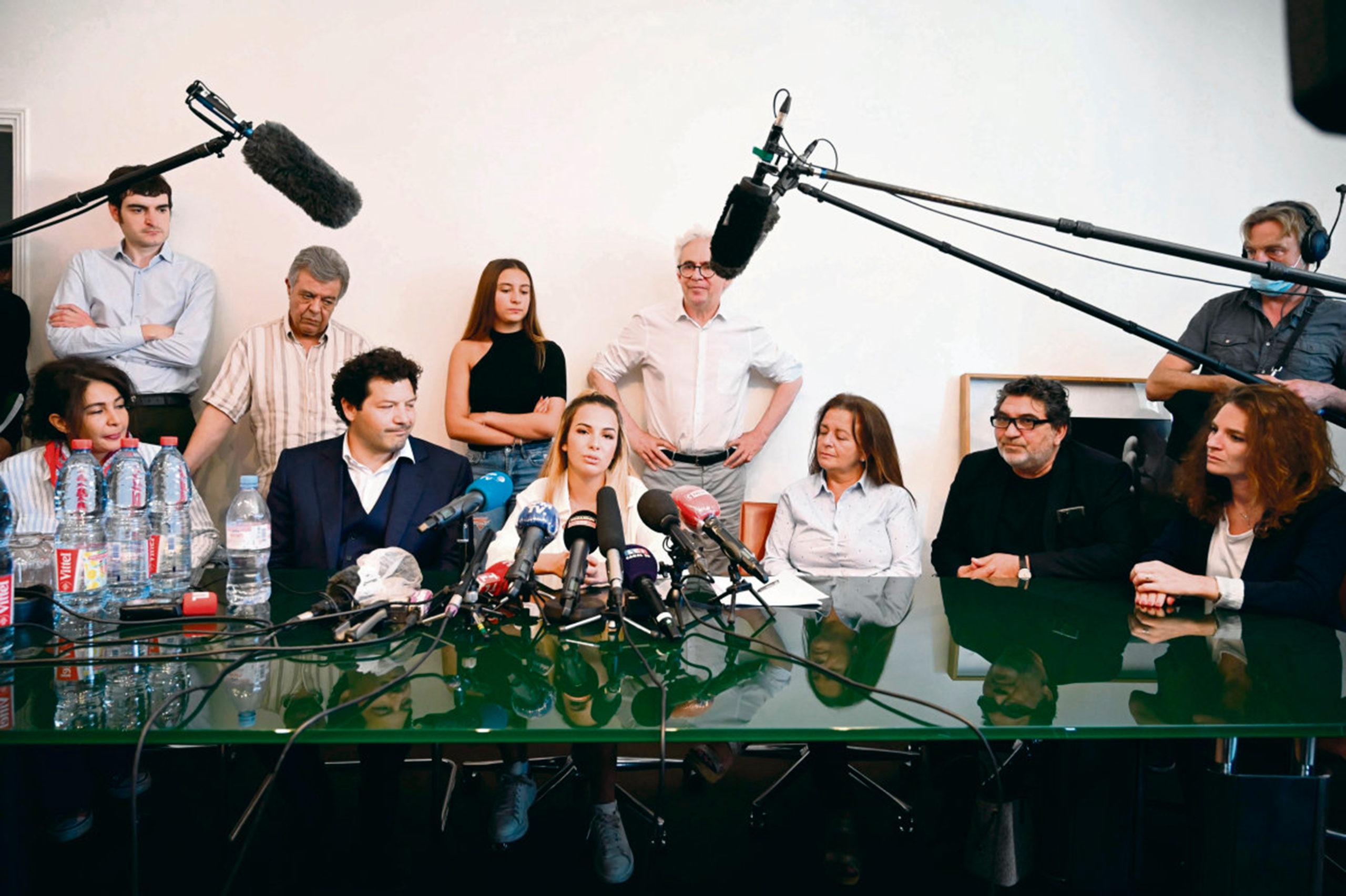 После анализа аудиозаписи из телефона Седрика Шувиа, запечатлевшей его задержание 3 января 2020 года, окончившееся летальным исходом, четверо полицейских были привлечены к ответственности.