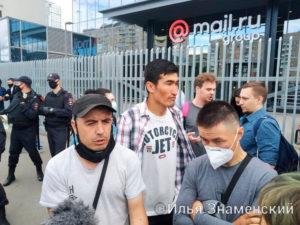 9 июля в Москве состоялась демонстрация курьеров Delivery Club возле центрального офиса компании Mail.Ru, которой принадлежит служба доставки еды DC.
