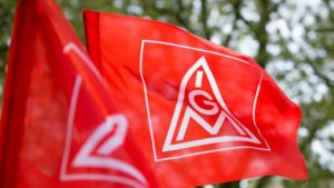 Столкнувшись с перспективой ликвидации более 5 000 рабочих мест, самый влиятельный профсоюз Германии IG Metall объявил мобилизацию. Одно из главных требований - гарантированная занятость».