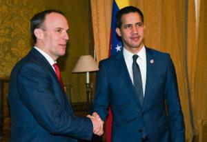 Британское правосудие разрешило самопровозглашённому президенту Венесуэлы распоряжаться золотыми запасами страны, хранящимися в Банке Англии. Ранее это кредитно-финансовое учреждение отказалось перечислить 930 миллионов евро на борьбу с Covid-19.