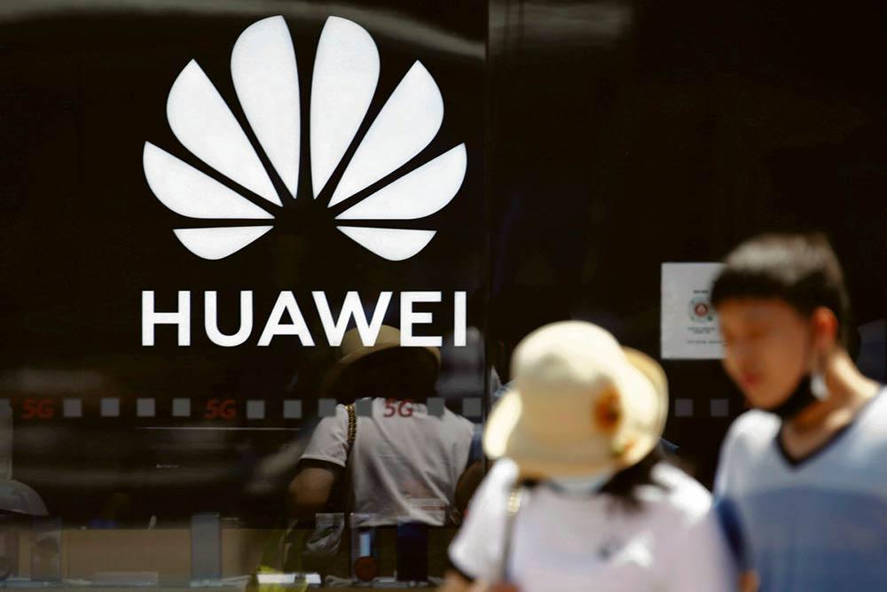 Вашингтон положил конец режиму особого благоприятствования, которым пользовался Гонконг. Под давлением Дональда Трампа Лондон прекратил поддерживать компанию Huawei с её будущей сетью 5G и теперь отдаёт приоритет соглашению о свободной торговле с США.