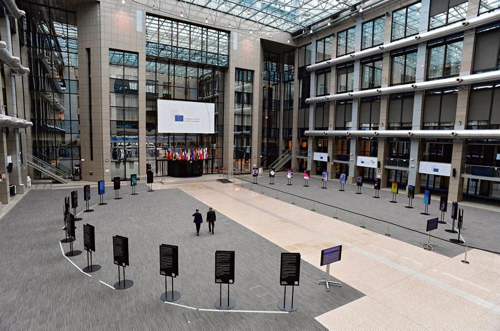 На проходившем с 17 июля саммите Евросоюза так и не удалось прийти к консенсусу в вопросе о финансировании фонда по восстановлению экономики. На обсуждениях обозначились четыре различных подхода, существовавшие ещё многие года до этого, которые, несомненно, заложат мину будущих конфликтов.