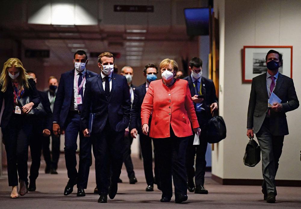 Президент Франции доволен результатом, достигнутым в ходе обсуждения вопроса о фонде восстановления экономики, состоявшегося в рамках европейского саммита. Однако нельзя не отметить, что ответные меры, направленные на борьбу с последствиями эпидемии коронавируса, полностью соответствует логике либеральных догм.